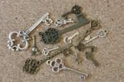 Assortiment de clefs, toutes grandeurs, couleurs, types, demandez!