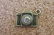 Caméra bronze avec pierre, 16x21mm, Emballage de 3 pour 3.90$