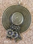 Chapeau fleuri, bronze, 45x35mm