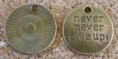 Never never give up! étiquette/médaillon, diamètre de 19mm