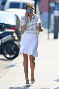 Olivia+Palermo+seen+pretty+plain+white+skirt+_bnBIEyliszx