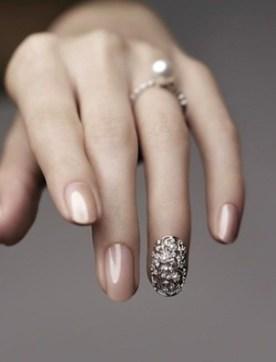 vintage-glamourous-bling-wedding-nails