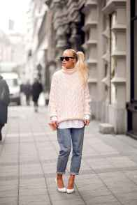 07 Amazing Outfit Ideas for Wearing Oversized Sweaters