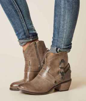 21 Best Vintage Boots For Women