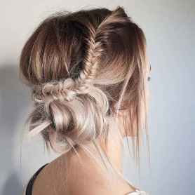 07 Cute and Easy Messy Bun Hairstyle for Summer