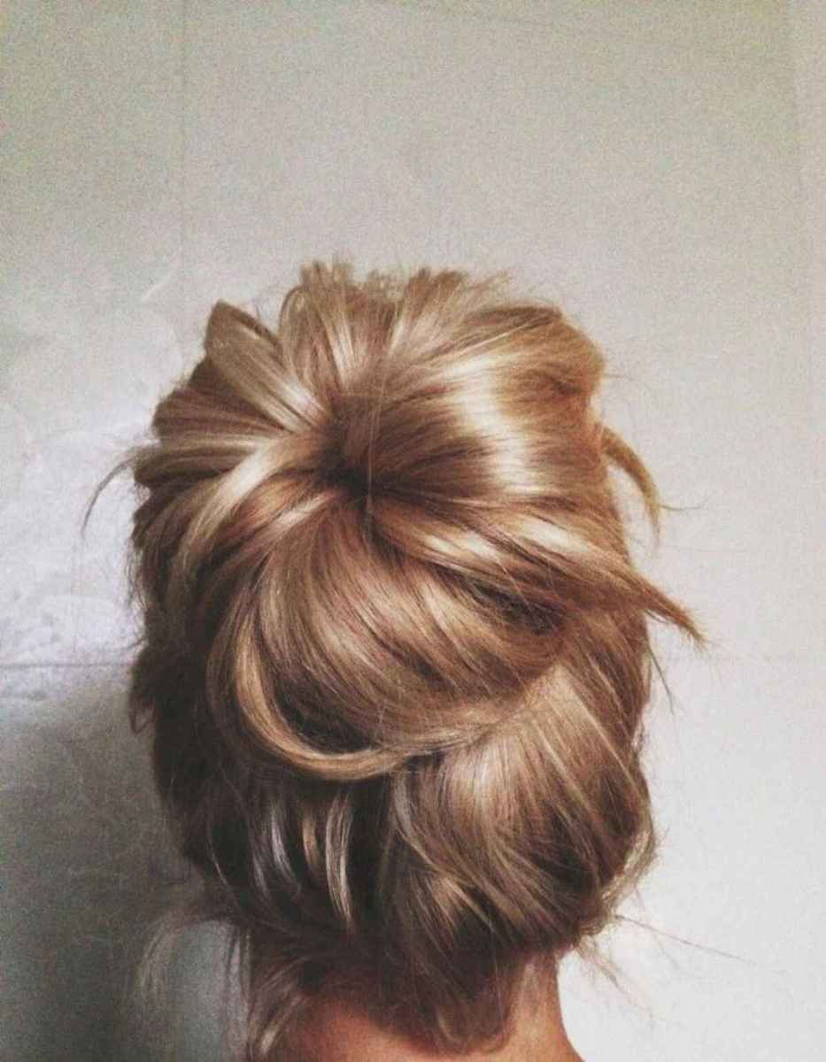 08 Cute and Easy Messy Bun Hairstyle for Summer
