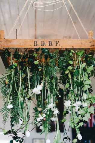 12 Rustic Wedding Suspended Flowers Decor Ideas