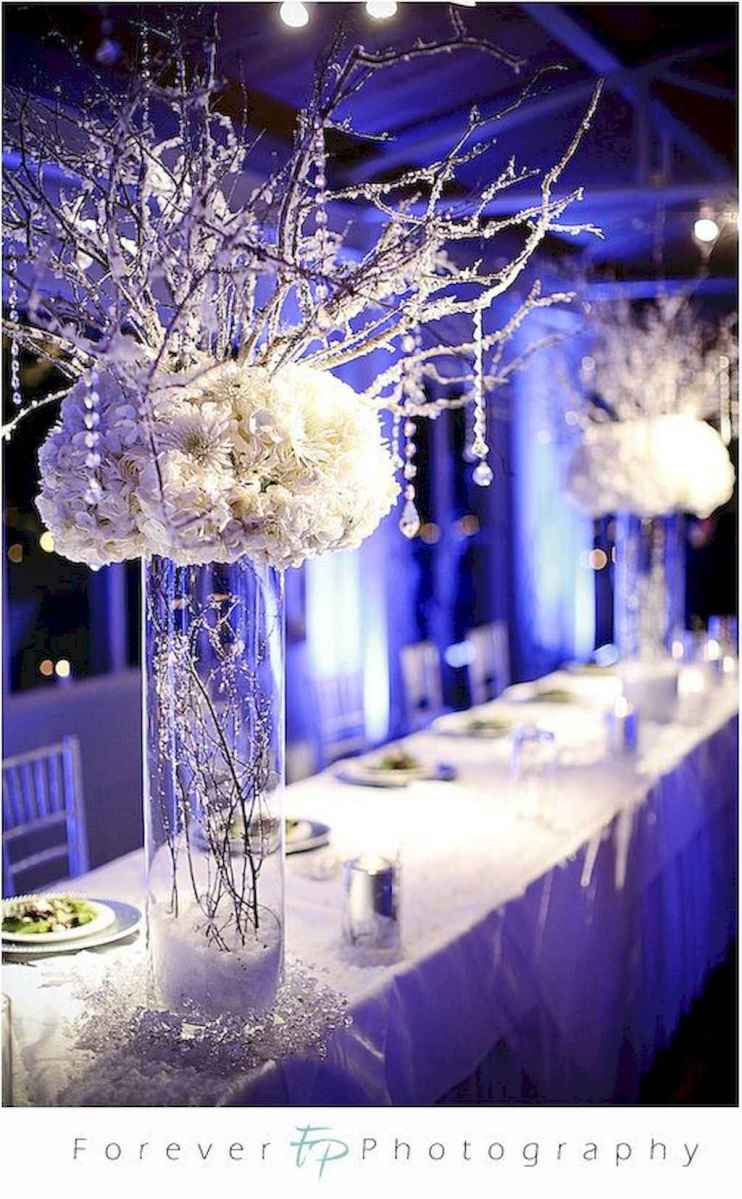 19 Romantic White Flower Centerpiece Decor Ideas