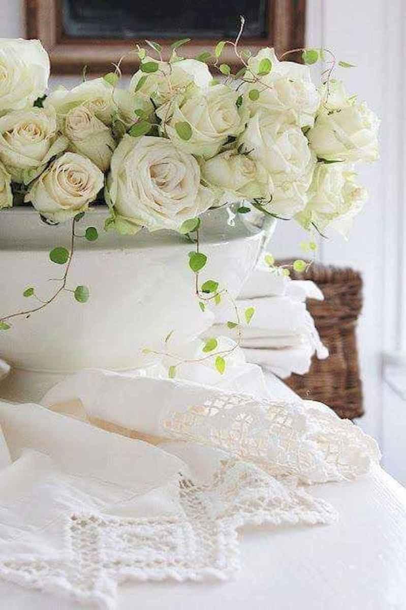 40 Romantic White Flower Centerpiece Decor Ideas