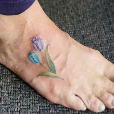 50 Cute and Tiny Tulip Tattoos Art Ideas for Women