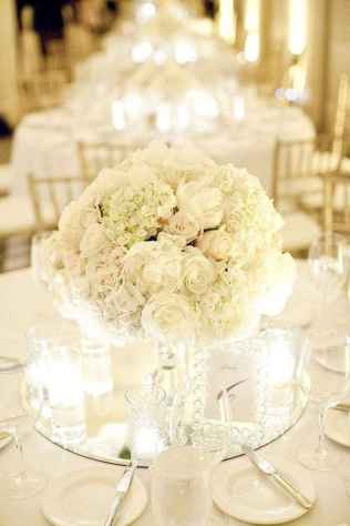 65 Romantic White Flower Centerpiece Decor Ideas