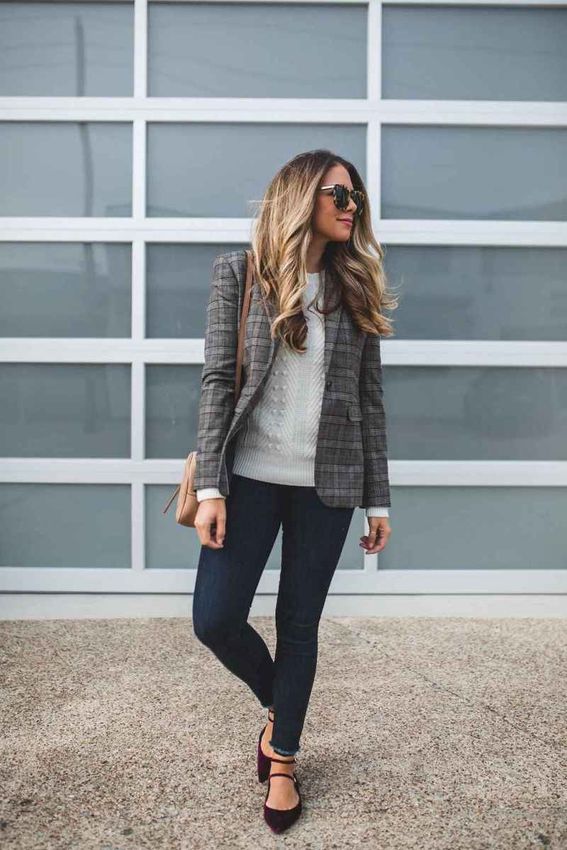 04 Elegant Work Outfits with Flats Every Woman Should Own