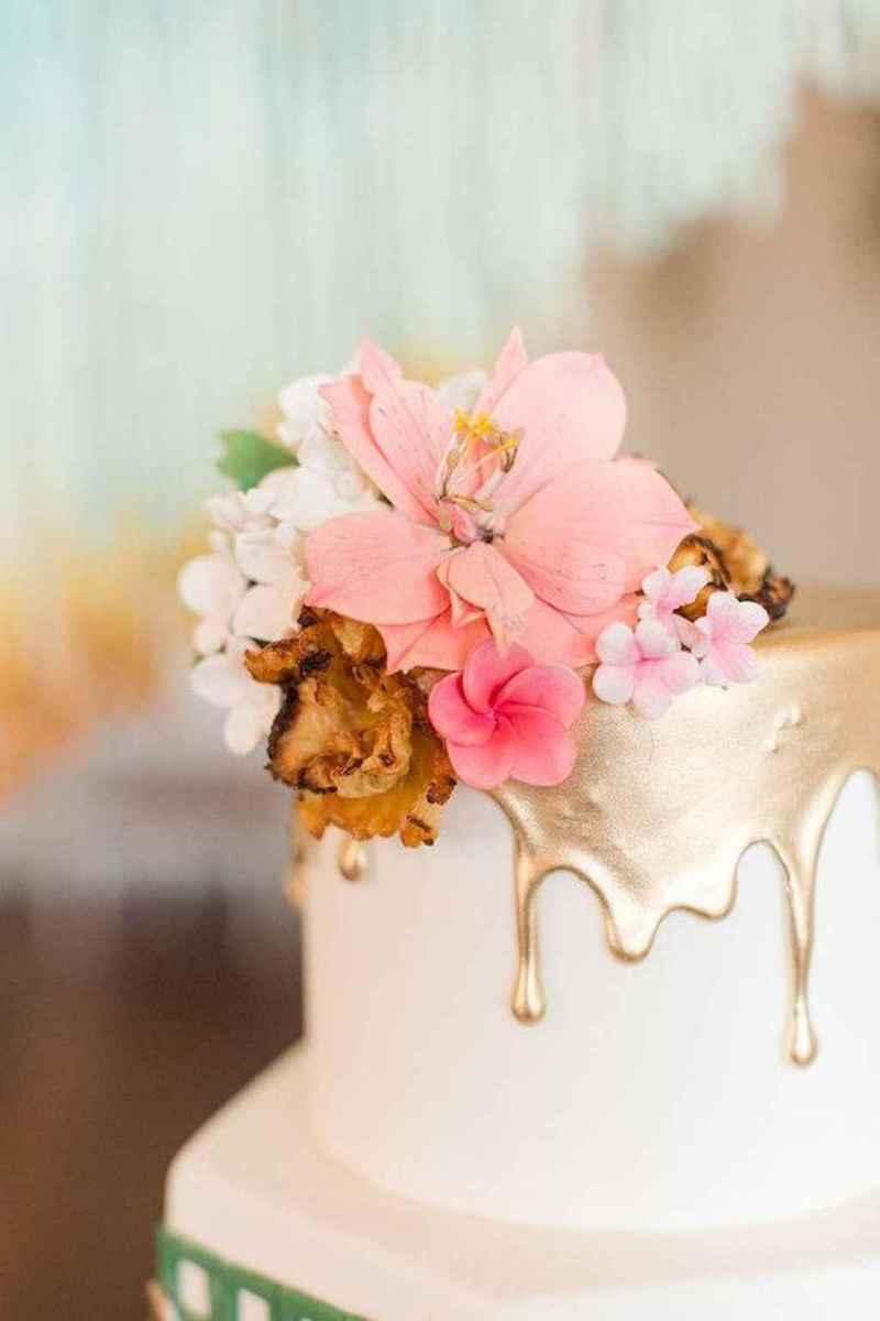 06 Romantic Tropical Wedding Ideas Reception Centerpiece