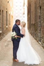 Romantic wedding photo - bride and groom kiss - Photography: Rochelle Louise