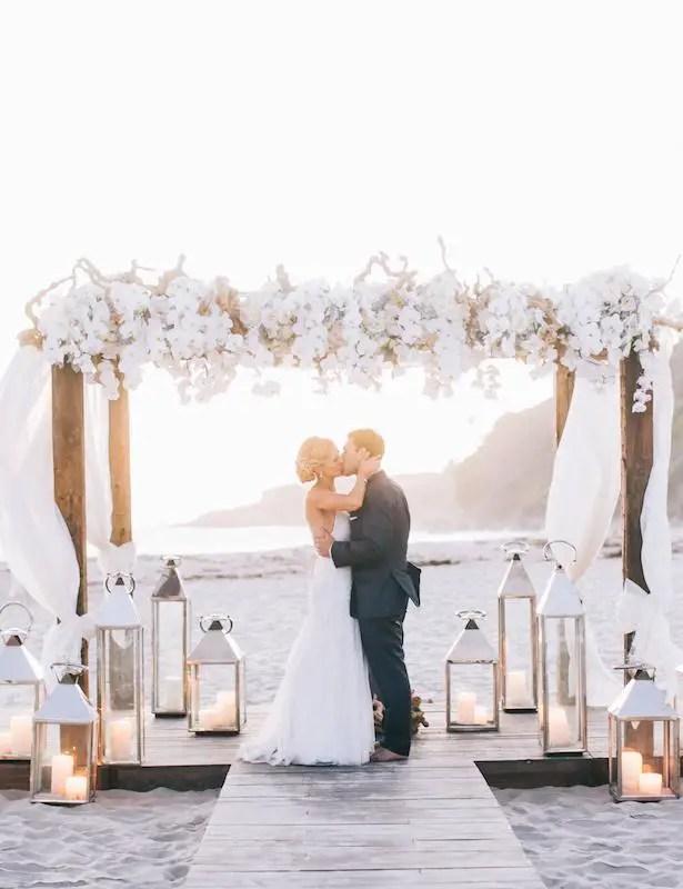 Beach wedding ceremony - Photography: Brandon Kidd