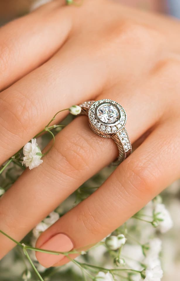 MiaDonna Ethical Engagement Rings with Lab-grown diamonds - Renee