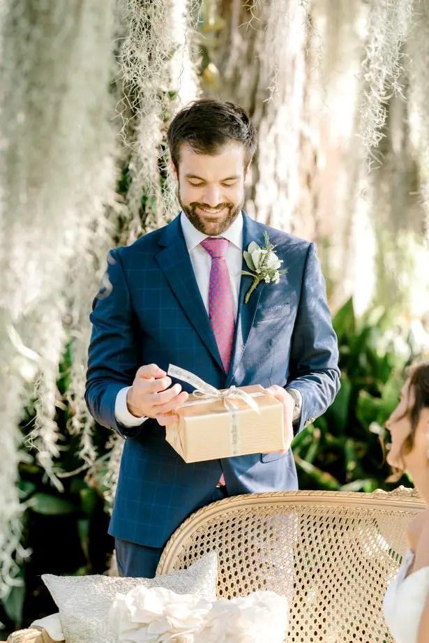 Blue suit for groom - Photography: Hi Volt Studios