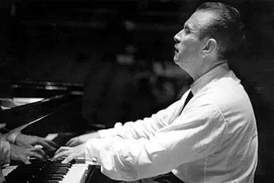 Claudio Array performing piano