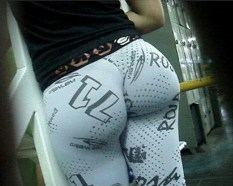 Hot-Girls-in-Tight-Pants-31