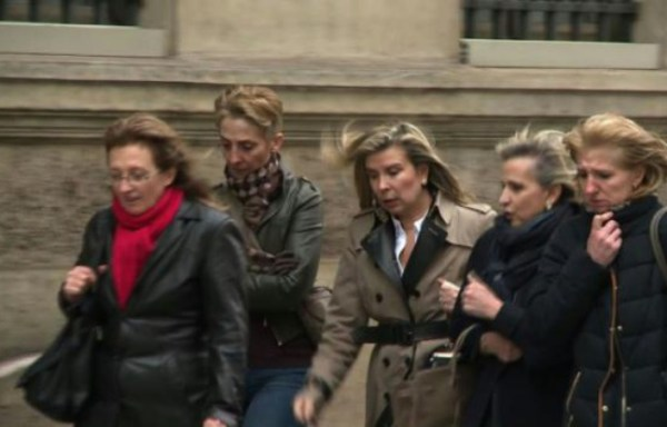 Sylvie (G), Fabienne (2eG) et Carole (D), (©Agnès COUDURIER-CURVEUR, AFP)