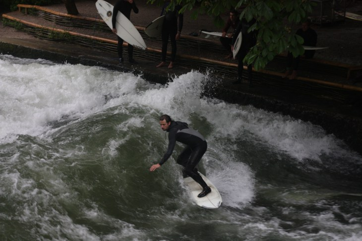 Surfing-Eisbach-River-Munich-Germany-4