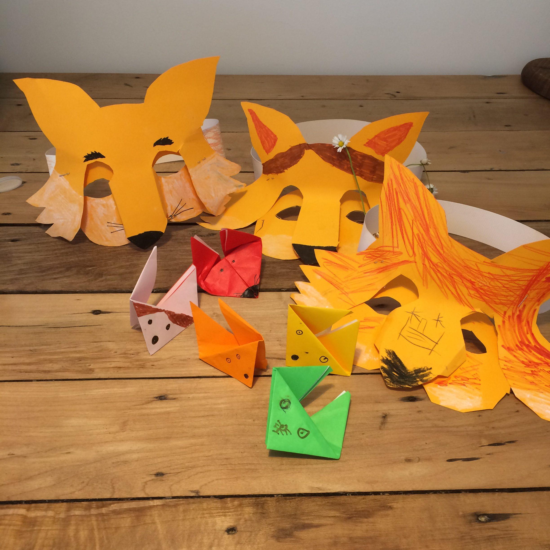 Paper foxes friends