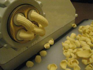 Extruding pasta