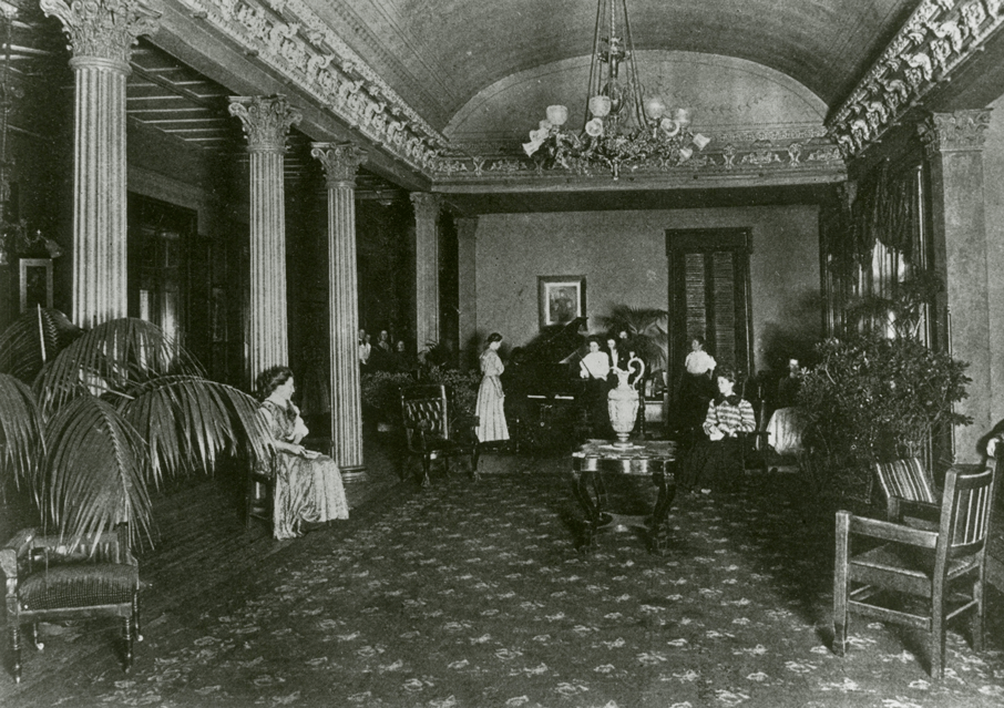 Belmont College women in Mansion parlor