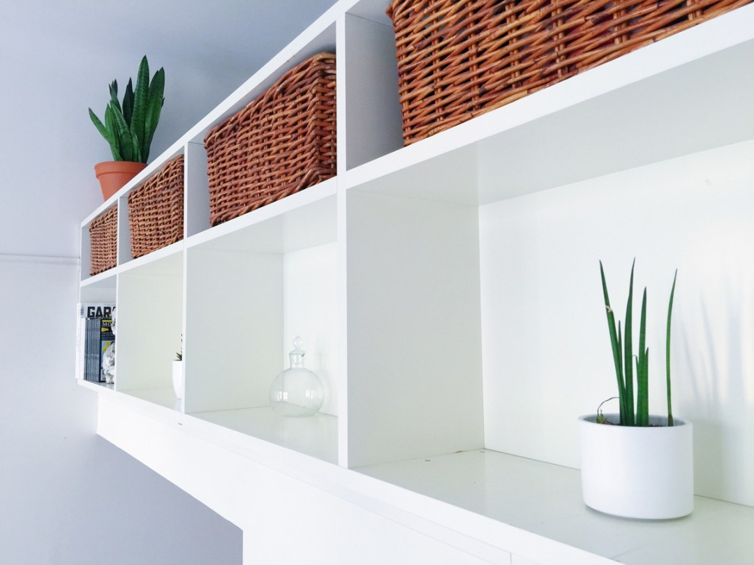 airbnb-loft-bookcase