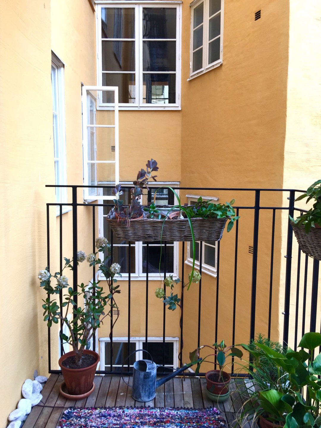 soder-airbnb-balcony-1