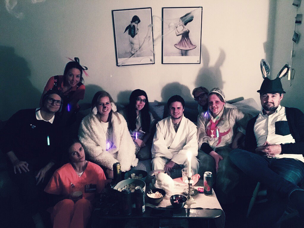 halloween-friends-sofa