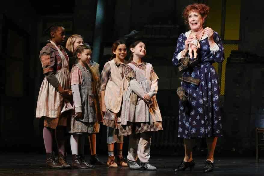 RDU on Stage Theater Review of the North Carolina Theatre production of ANNIE.
