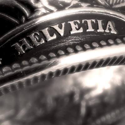 """Bague Belvetica, Frs 2.-, design """"Helvetia"""", noire, brillante."""
