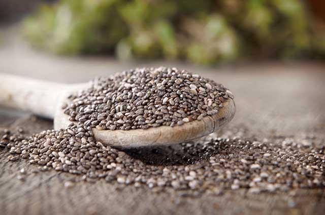 O chá de chia é rico em antioxidantes e por isso atua na prevenção dos envelhecimento celular e da pele