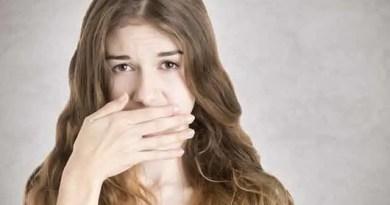 Umas das causas para o mau hálito é o consumo de certos alimentos