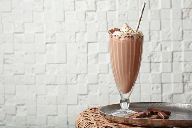O milkshake é um dos alimentos que causam espinhas