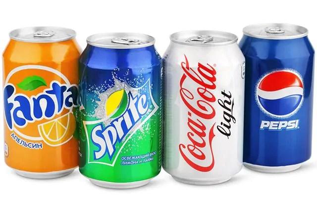 O refrigerante é um dos alimentos que causam espinhas