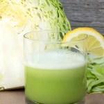 As combinações de suco com couve podem ser feitas com frutas, verduras e hortaliças
