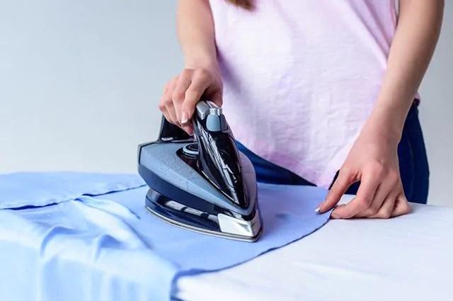 Como limpar ferro de passar roupas