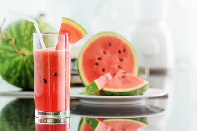 Um exemplo de shake caseiro para emagrecer que funciona é o de melancia