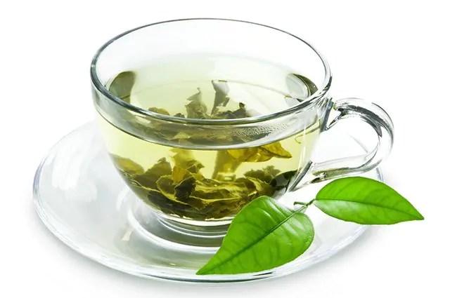 O chá verde estimula e acelera o metabolismo