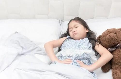 Em certos casos de crianças com epilepsia, crises podem ser antecipadas por desconfortos digestivos.