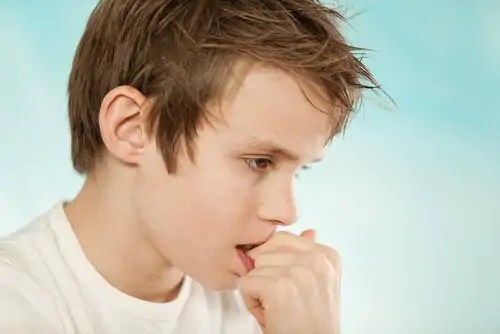 Converse com as crianças sobre não roer as unhas