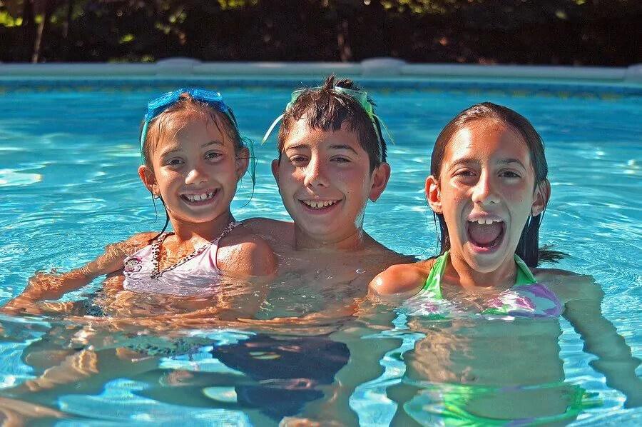 regras-de-seguranca-para-ir-a-piscina-com-criancas Precauções antes de levar as crianças para a piscina