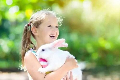 a-amizade-entre-animais-de-estimacao-e-criancas Filmes que ensinam as crianças sobre o amor dos animais