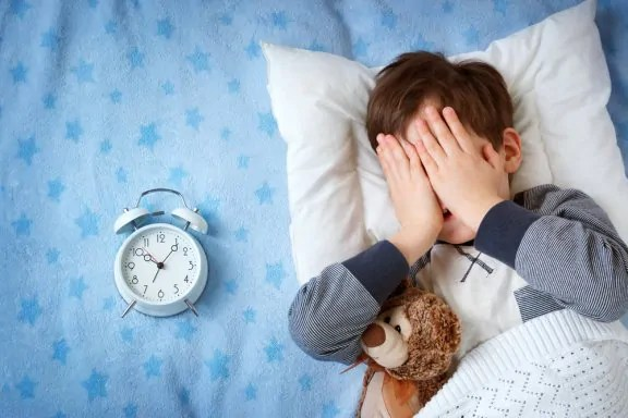 meu-filho-tem-medo-de-dormir-fora-de-casa-o-que-fazer Como organizar uma mochila para acampamento