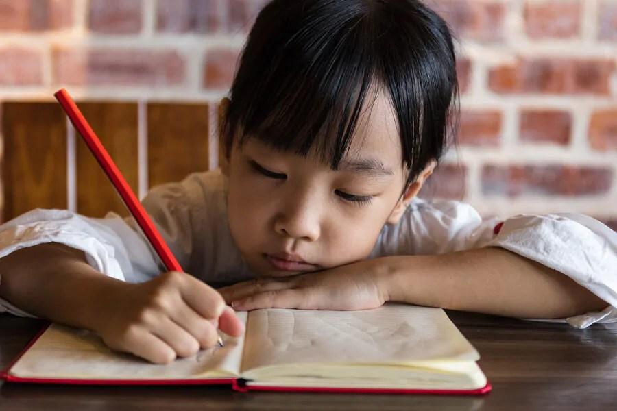 estudar-nas-ferias-e-positivo-para-as-criancas Como organizar uma festa de seus filhos, se você estiver trabalhando em