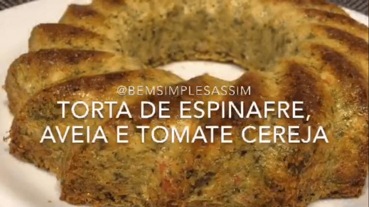 Torta saudável de aveia, espinafre e tomate cereja