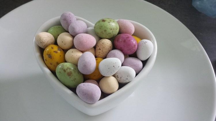 Mix de fruta seca e chocolate saudável para Páscoa