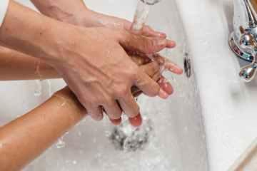 Dia Mundial da Lavagem de Mãos: segundo estudo, lavar as mãos pode reduzir em até 69% a transmissão de vírus e bactérias, como o coronavírus